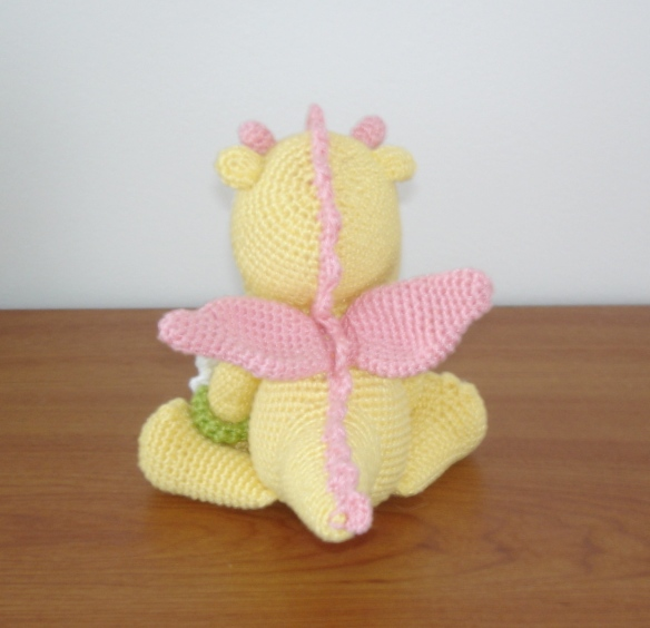 Baby girl dragon - back view Free pattern by Vanja Grundmann/AmigurumiBB